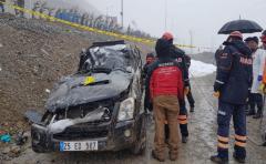 Takla atan kamyonetin sürücüsü hayatını kaybetti