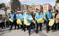 Rize'de Çevre Temizliğine Dikkati Çekmek İçin Çöp Topladılar
