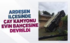 Ardeşen'de Çay kamyonu evin bahçesine devrildi